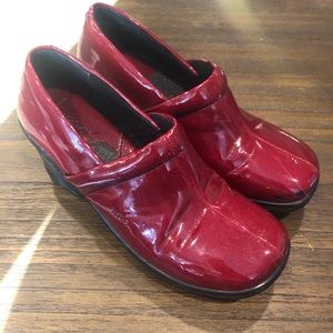 Born BOC Red Peggy patent leather clogs